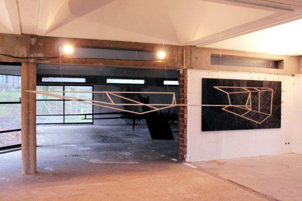 Twin phenomena. [Wood construction. 42 x 277 x 30 cm. 2017.]